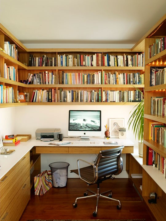 [2ªAndar] Escritório The-mini-library-office-from-new-apartment-therapy-book-the-big-book-of-small-cool-spaces-112632