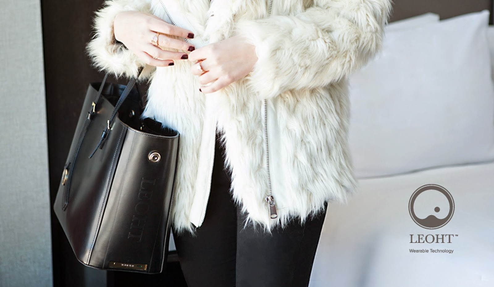 Leoht_Wearable Tech Handbag.jpg