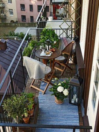 kucuk-bahce-balkon-tasarim-130