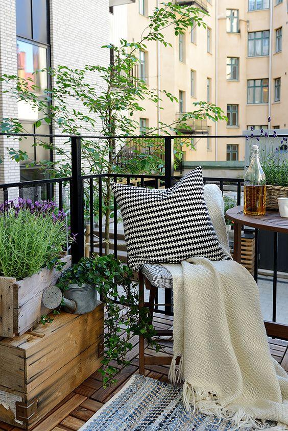 kucuk-bahce-balkon-tasarim-133