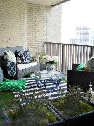 kucuk-bahce-balkon-tasarim-95